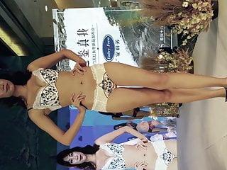 Humen underwear show pads exposed