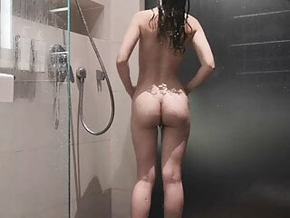 Want To Shower With This Chinese Wife's Perfect Body?