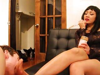 Mistress Zelda makes Slave lick Peanut Butter off her feet