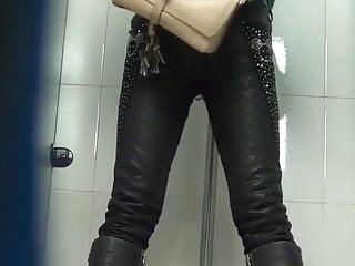 Chinese toilet peeing 11